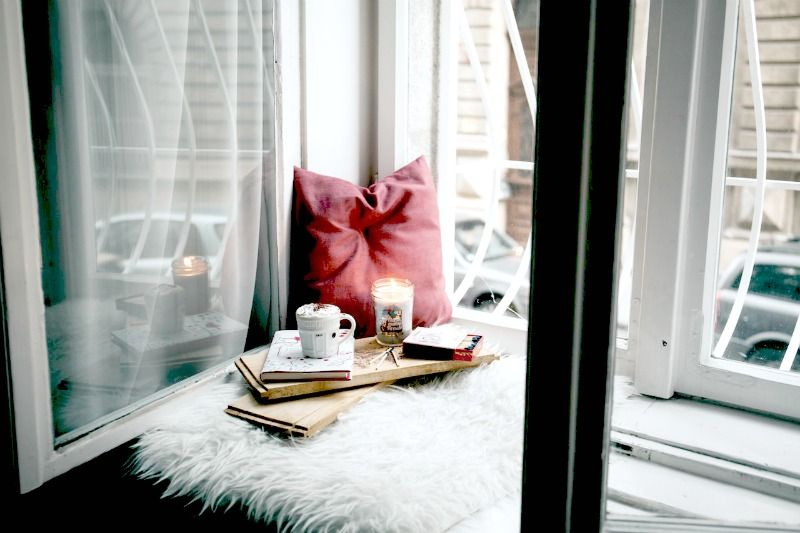 Try these 22 simple living tips which work together to create an amazing, well-oiled machine. It's easier than you think to create a simple life for your family.
